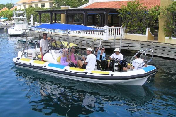 Explorer Marine Dive Boat (Bonaire)  01